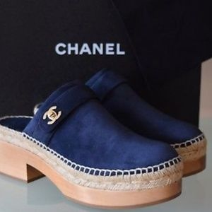 CHANEL 2018 CLOGS